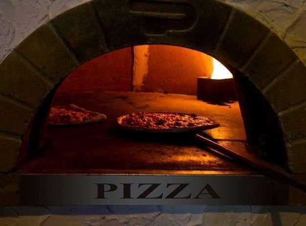 Pizzas authentiques au feu de bois
